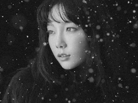 Taeyeon trở lại với MV giáng sinh đầy xúc động về tình cha con