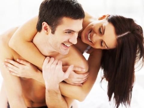 """Có nên kiêng """"yêu"""" trong 3 tháng đầu thai kỳ?"""