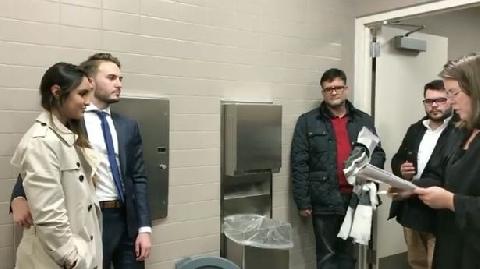 Đám cưới trong nhà vệ sinh ở Mỹ