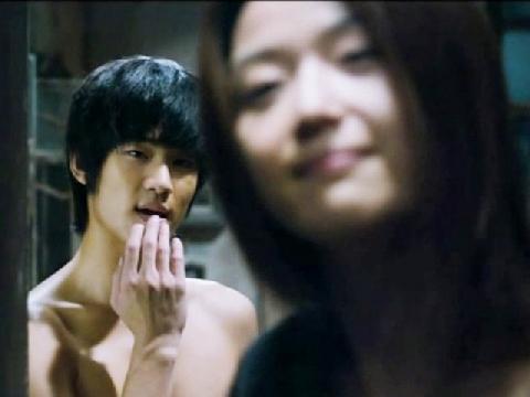 Nín thở xem nụ hôn màn ảnh đầu tiên của Kim Soo Hyun