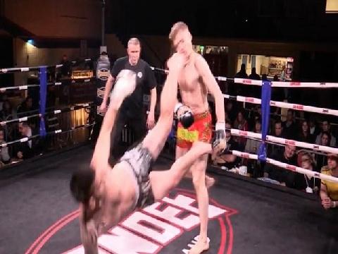 Đòn phản công 'cực đỉnh' của ngôi sao Muay Thai