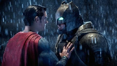 10 siêu anh hùng từng bị BATMAN đánh bại một cách dễ dàng