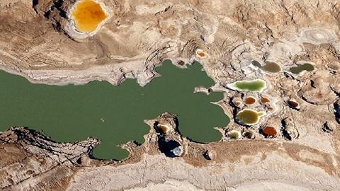 Hố đất sụt ở Biển Chết - vẻ đẹp của sự tàn phá!
