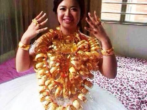 cô dâu Cà Mau đeo vàng trĩu cổ, kín tay trong ngày cưới