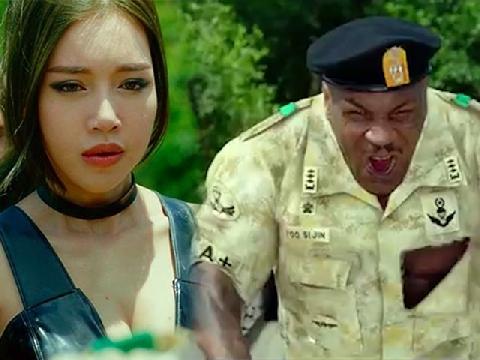 Elly Trần 'tái mặt' khi bị Mike Tyson hù dọa