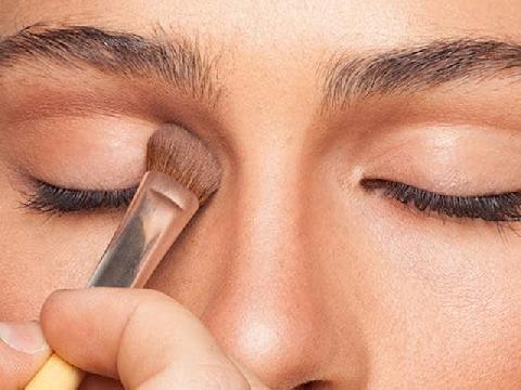 Trang điểm tạo khối giúp sống mũi cao không cần dao kéo