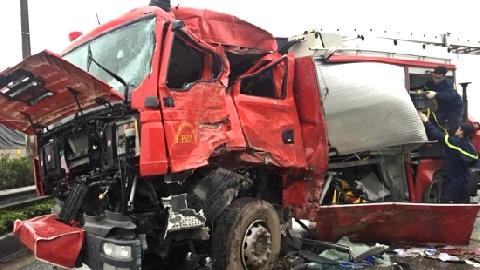 Xe cứu hỏa đâm xe khách: Tài lế lý giải sự việc