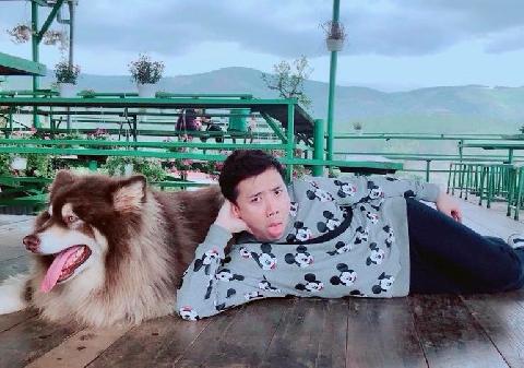 Trấn Thành hóa trẻ con khi nhìn thấy chú cún khổng lồ