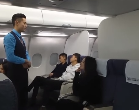 Cô gái xinh đẹp làm quen với trai hàng không và cái kết