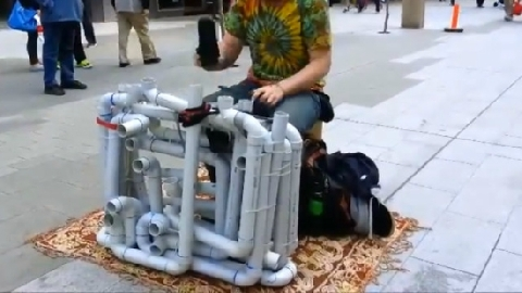 Bái phục chàng trai chơi nhạc bằng ống nhựa PVC