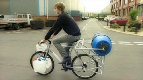 Độc đáo máy giặt chạy bằng xe đạp!