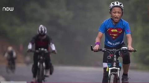 Bố rủ con 12 tuổi đạp xe 2.000km thử thách lòng kiên trì