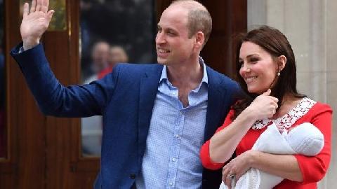 Hoàng tử bé nhà William - Kate lần đầu xuất hiện trước công chúng
