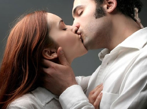 Các kiểu hôn trên thế giới xuyên lục địa