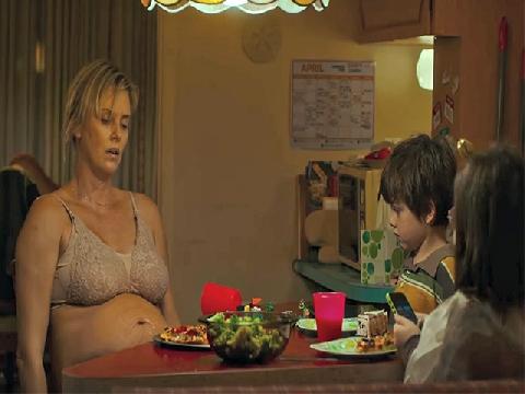 'Tully' - Làm mẹ đã khó, làm mẹ bầu còn khổ hơn!