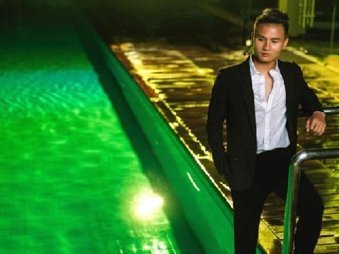 Quang Hải U23 'đốn tim' người xem khi thử làm người mẫu