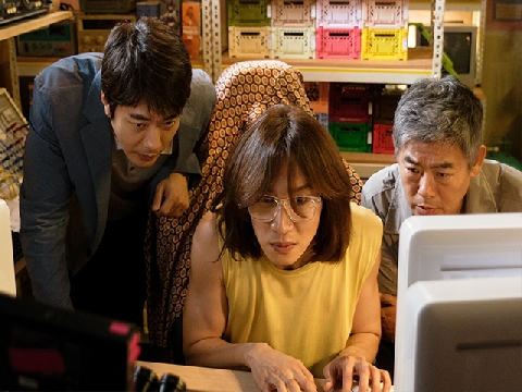 Vừa bị antifan đòi tử hình, phim của Lee Kwang Soo đã tung trailer lầy lội khó đỡ
