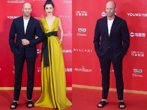 Jason Statham 'gây sốc' khi đi dép lê tới LHP Quốc tế Thượng Hải