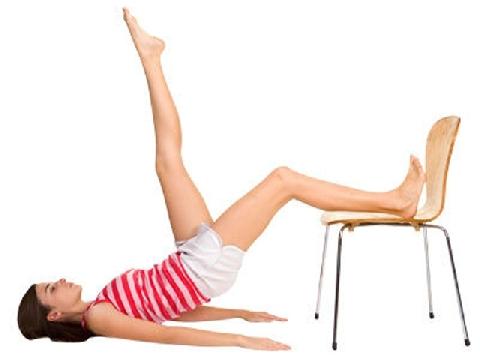 4 động tác với ghế giúp chị em là phẳng bụng mỡ ngay tại văn phòng