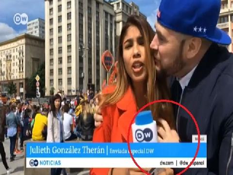 Nữ phóng viên World Cup bị sờ ngực ngay trên sóng truyền hình