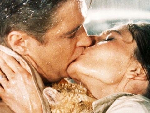"""Tuyệt chiêu """"cưỡng hôn"""" được vợ!"""