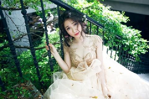 Cười banh họng vì những pha đá váy như cào cào của Hòa Minzy