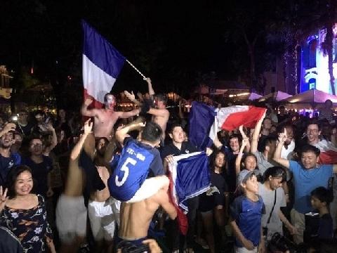 1.000 CĐV tại Hà Nội mừng Pháp vô địch World Cup