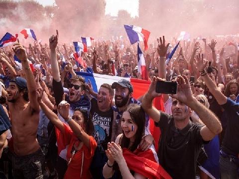 CĐV Pháp ăn mừng tưng bừng ở quê nhà