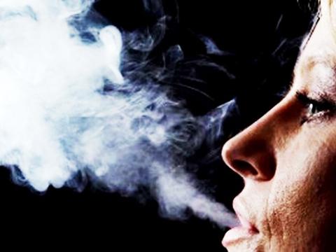 Vợ bị ung thư phổi giai đoạn cuối, chồng giật mình ''lỗi tại anh''!