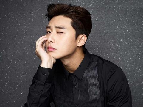 Vắng thư ký Kim, phó chủ tịch Park Seo Joon tình tứ với gái lạ