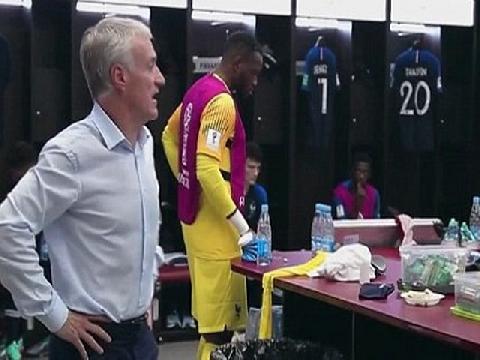 Lộ clip HLV Deschamps yêu cầu chuyền bóng cho Mbappe để vô địch World Cup!