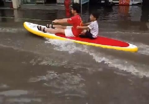 Khi cả phố bị lụt bạn sẽ làm gì