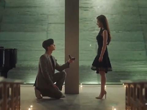 Cận cảnh màn cầu hôn 'chấn động' mà Lee Young Joon dành cho thư ký Kim