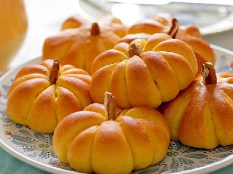 Bánh bí đỏ nhân đậu thanh mát