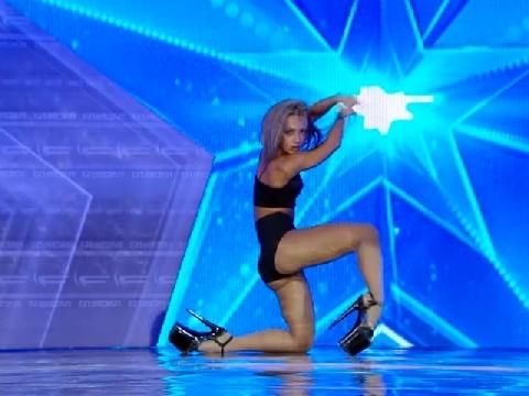 Màn uốn dẻo khiêu gợi khiến cả dàn giám khảo Got Talent choáng váng