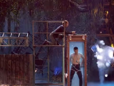 Thí sinh Got Talent làm vợ suýt rơi vào thùng rắn độc khi đang thoát hiểm