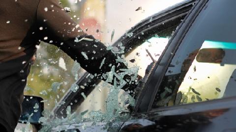 Hé lộ thủ đoạn đơn giản không ngờ để đập kính ôtô, trộm đồ của đạo chích