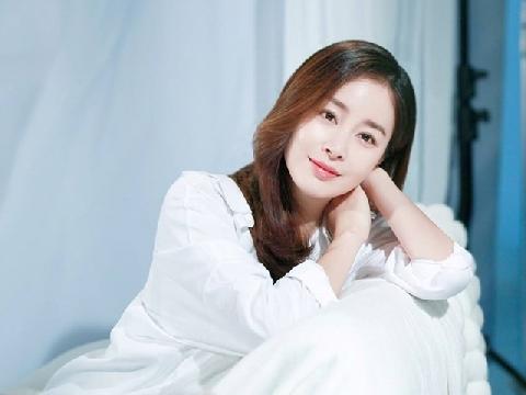 Kim Tae Hee vô tình lộ xích mích gia đình khi tái xuất hậu sinh con