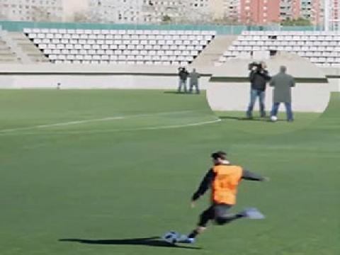 Messi 'xâu kim' siêu đỉnh từ khoảng cách hơn 50m