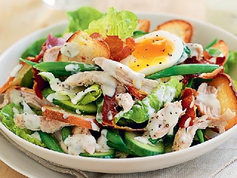 """""""Bỏ túi"""" ngay công thức làm món Caesar Salad trứ danh"""