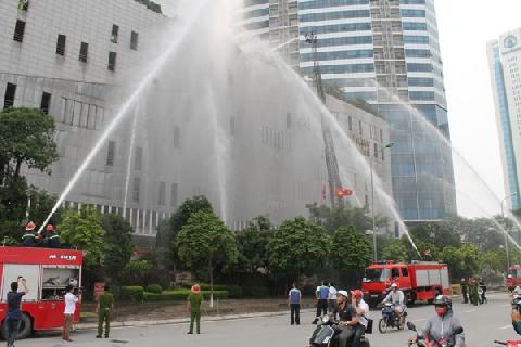 Sức mạnh của vòi rồng trong cứu hỏa - Phần 1