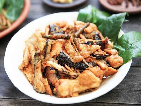 Ngon và lành với món lườn cá hồi sốt tiêu lốp