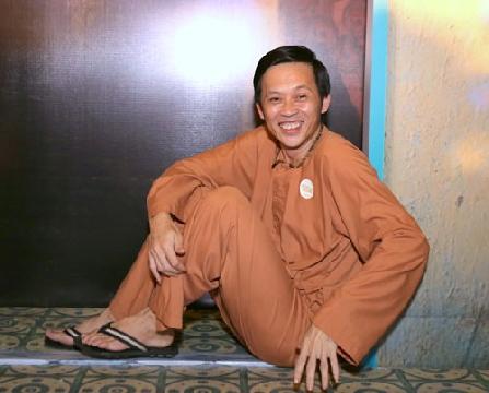 Hài Hoài Linh, Việt Hương, Nhật Cường: Thảm họa thời trang