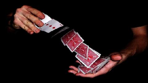 Bí quyết tự làm ảo thuật với lá bài 7 rô