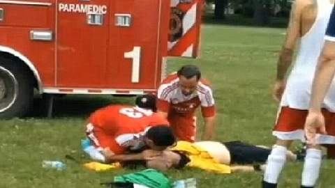 Sốc: Trọng tài bị cầu thủ đá nứt hộp sọ!