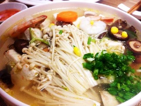 Canh ngao nấm kim - món ăn đơn giản giúp quý ông cải thiện