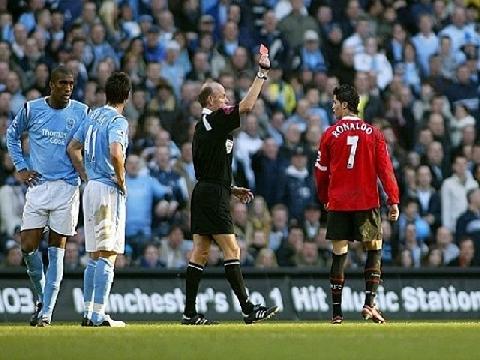 Cristiano Ronaldo và 11 lần nhận thẻ đỏ trong sự nghiệp