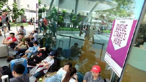 Xếp hàng thâu đêm chờ mua iPhone mới tại Singapore