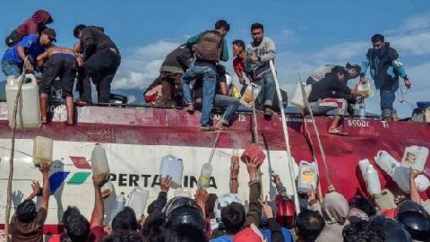 Hôi của sau thảm họa kép Indonesia: 'Chúng tôi cần phải ăn'