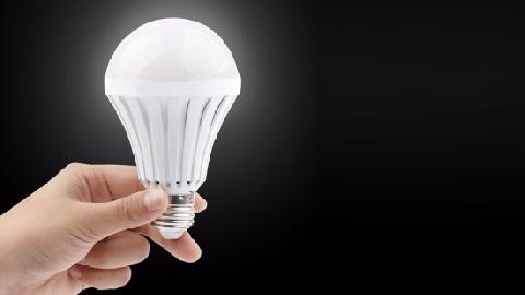 ''Ma thuật'' phát sáng bóng đèn không cần điện